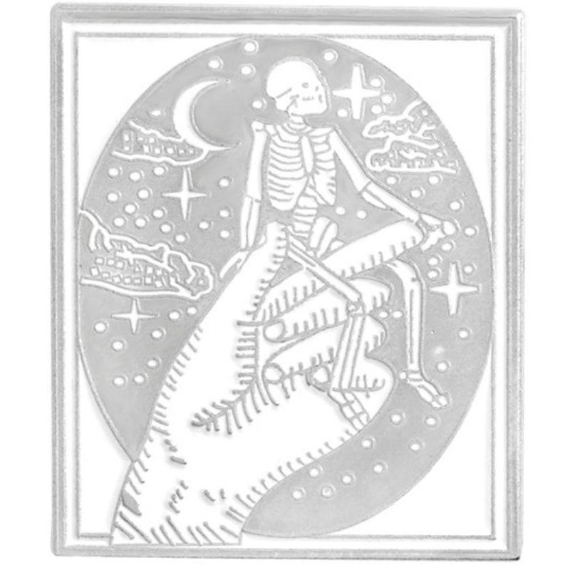 Pin's skull and crossbones star